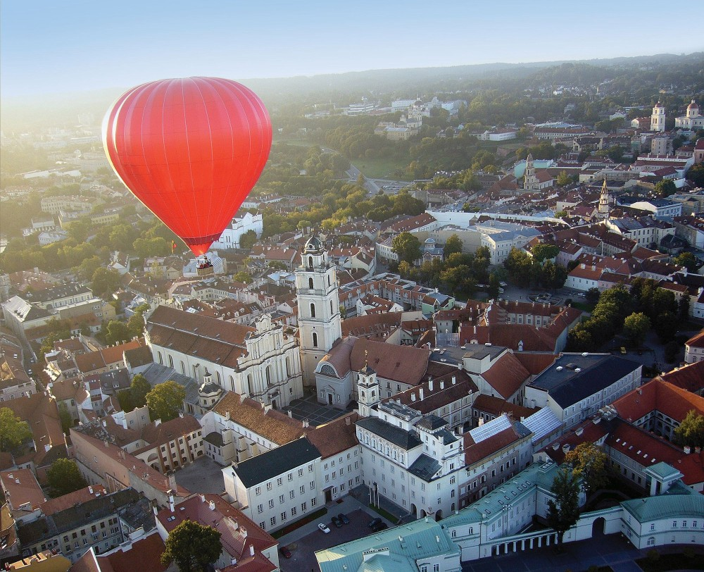 Vilnius is best enjoyed from the unique perspective of a hot-air balloon. – © Kęstutis Petronis / State Department of Tourism