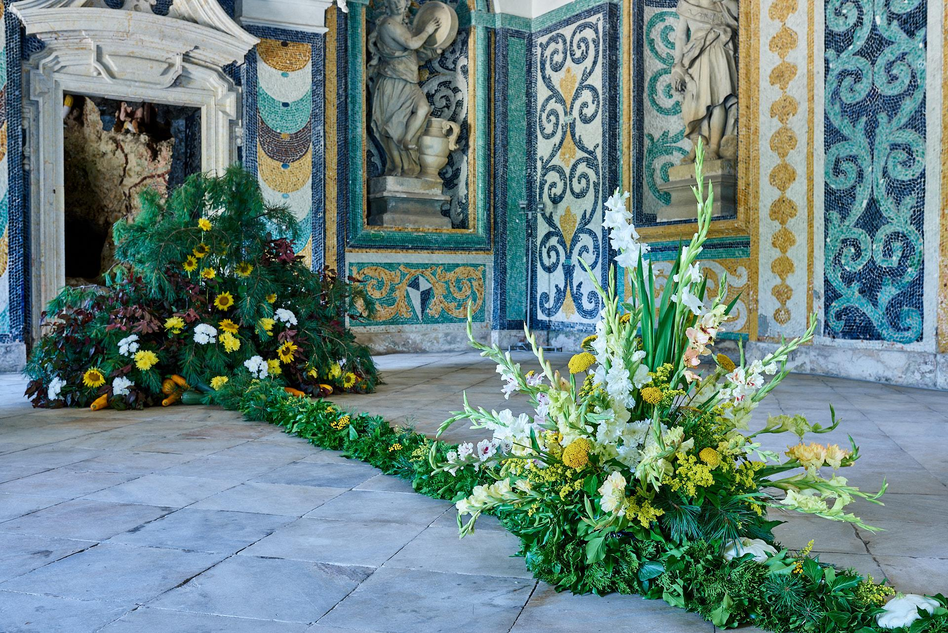 During the busy season there are also floral arrangements and decorations which are changed almost every week. This one represents winter and fall as well as the whole room. -© Archive of the Archiepiscopal Castle Kroměříž