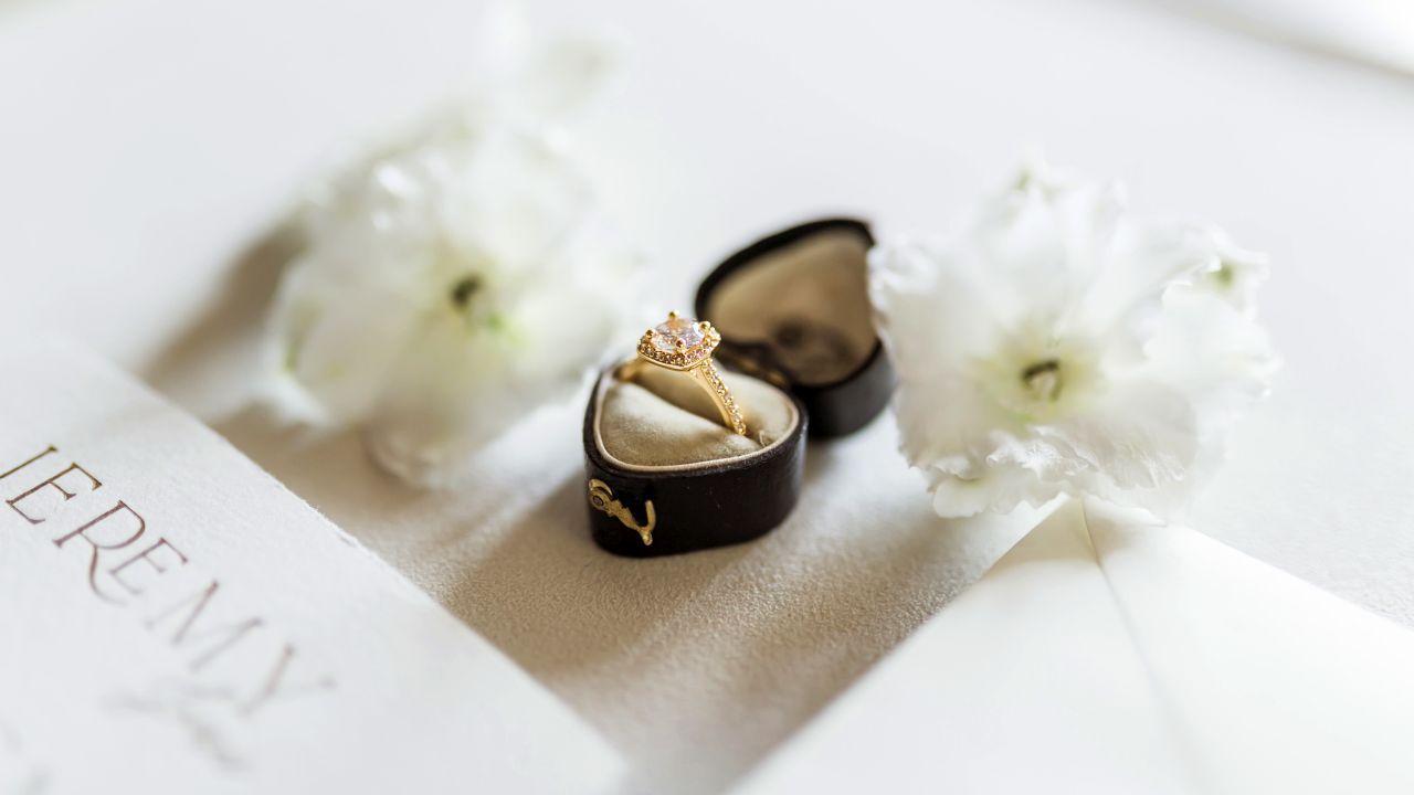 Contact us on our email adress www.zamek-kromeriz.cz and start planning you wedding! - © Sweet&Chic Svatba