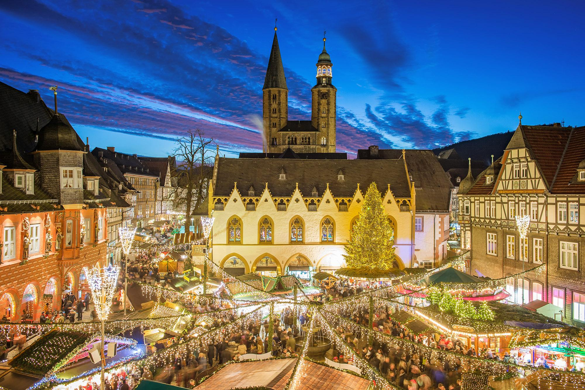 More than 80 cabins with art, handicrafts, and Christmas specialities wait to be discovered. – © Stefan Schiefer / GOSLAR marketing gmbh