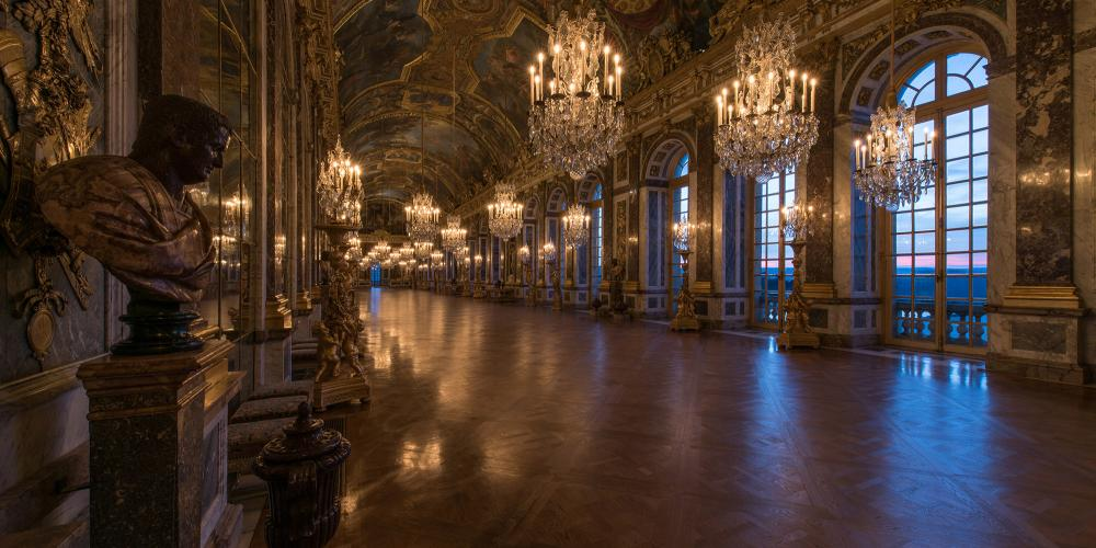 The gallery served for the monarch's daily passage to the Chapel and the Queen's Apartment but also for courtly celebrations, receiving ambassadors and for masked and fancy-dress balls. – © Thomas Garnier