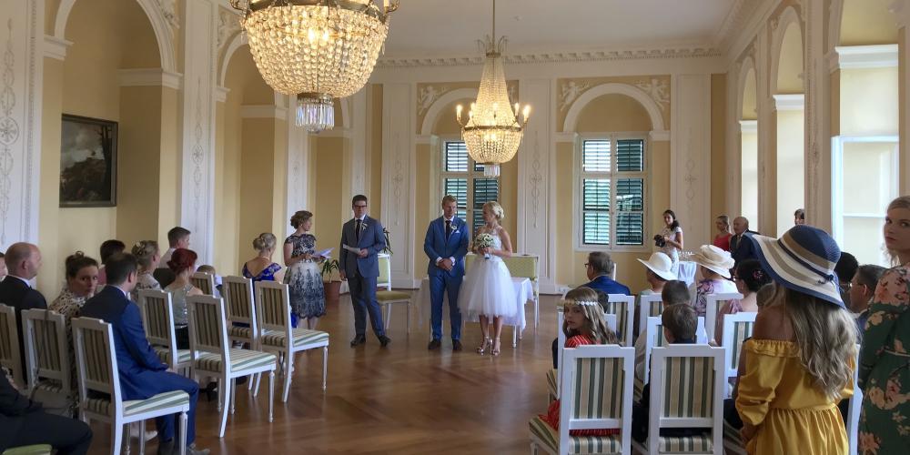 The hall inside the mansion Rendez-vous is a lovely place for a wedding ceremony or celebration. – © Lenka Beránková