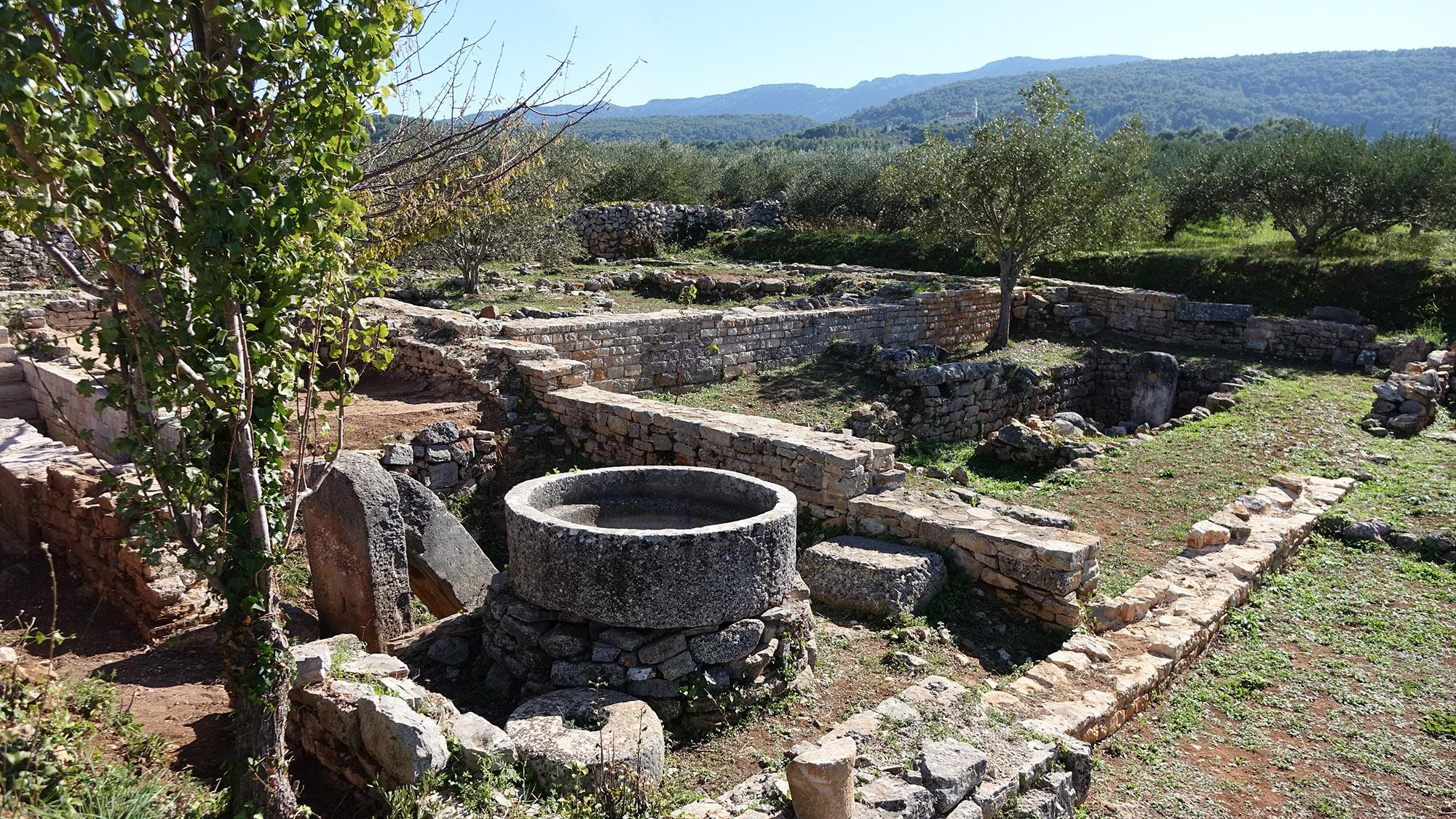 The Stari Grad Plain is full of ancient archaeological sites like this one at Kupinovik. – © Stari Grad Plain