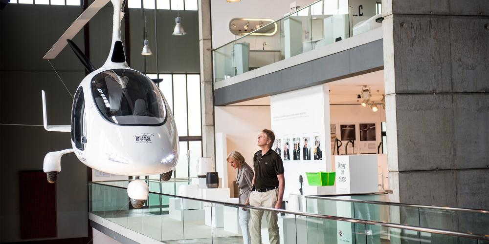 From a multi-functional cooker to a gyrocopter hanging from the ceiling, the Red Dot Design Museum in the former Boiler House features the most innovative products of contemporary design on five levels with an overall area of about 4,000 square metres. – © Simon Bierwald / Red Dot Design Museum