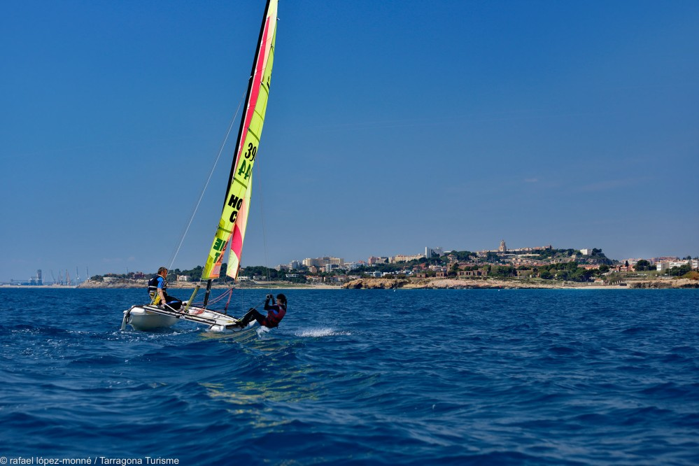 This traditionally seafaring city graced with a pleasant, mild climate is an ideal place to engage in any sport. Pictured here: Sailing along the famous Llarga Beach. – © Rafael López-Monné