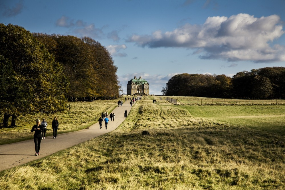 The royal hunting lodge—placed centrally in Jægersborg Deer Park—is still occasionally used by the royal family. – © Sune Magyar / Parforcejagtlandskabet i Nordsjælland