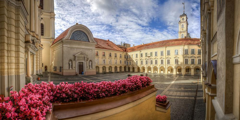 The University of Vilnius seamlessly combines Renaissance, Baroque, and Classicism traditions. It contains 12 courtyards of varying size and shape. – © Laimonas Ciūnys /www.vilnius-tourism.lt