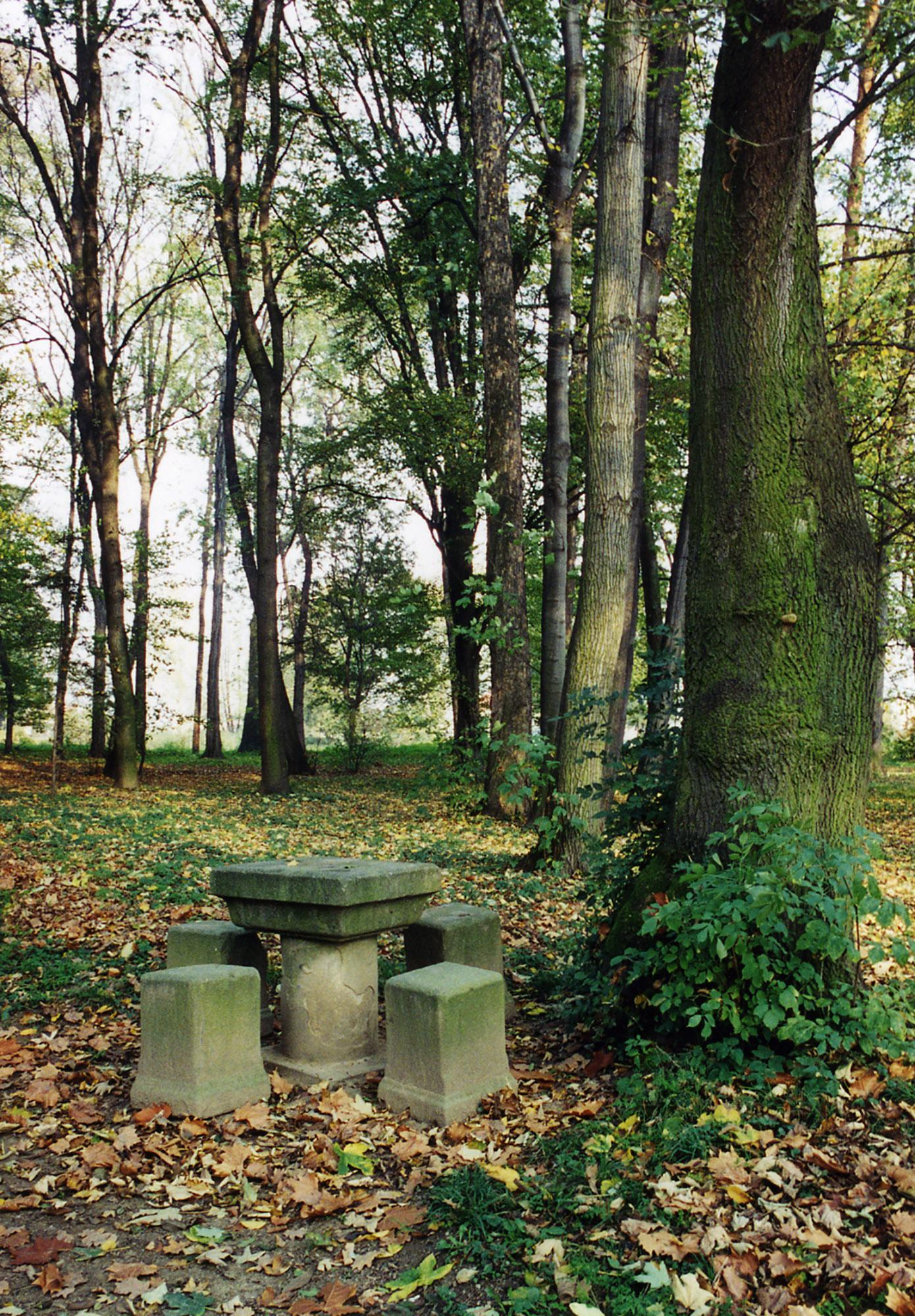 The stone table at the Palace Garden in Kroměříž where Max Švabinský spent a lot of time drawing and finding inspiration for his work. – © Josef Sčotka / Archive of the museum