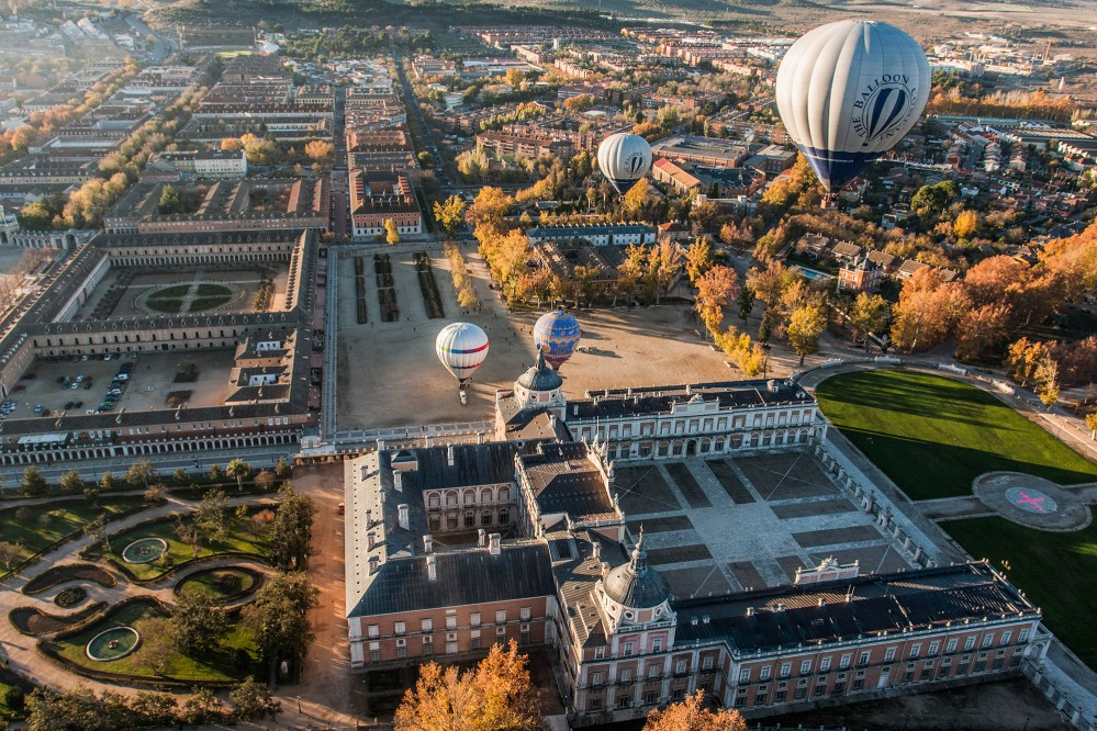 A balloon ride is a great way to appreciate the architecture and design of Aranjuez's landscape from above. – © Antonio Castillo López