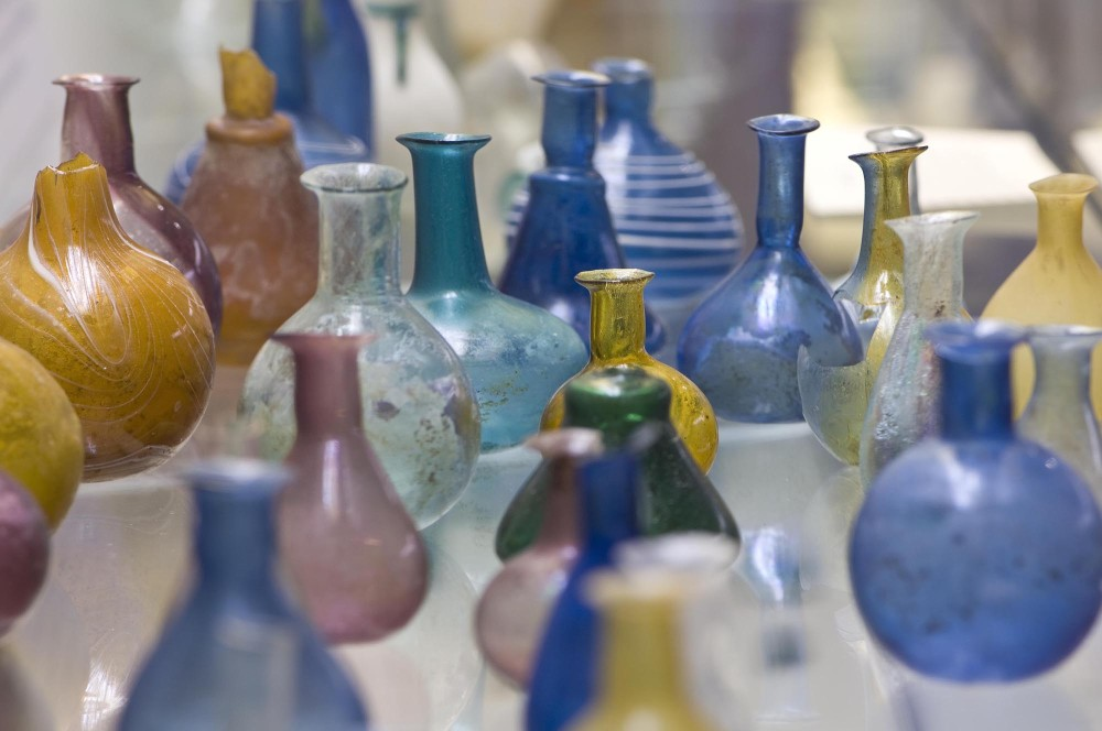The National Archaeological Museum includes a wide collection of glassware produced in the workshops of ancient Aquileia. – © Gianluca Baronchelli