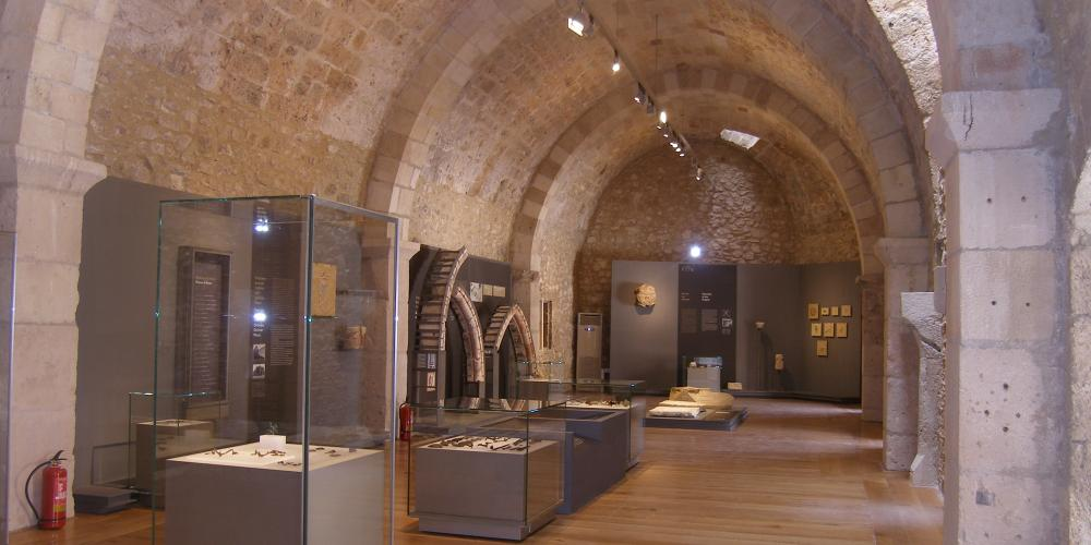 There are approximately 500 objects on display, which uncover unknown aspects of the Medieval world. – © Hellenic Ministry of Culture and Sports / Ephorate of Antiquities of Ilia