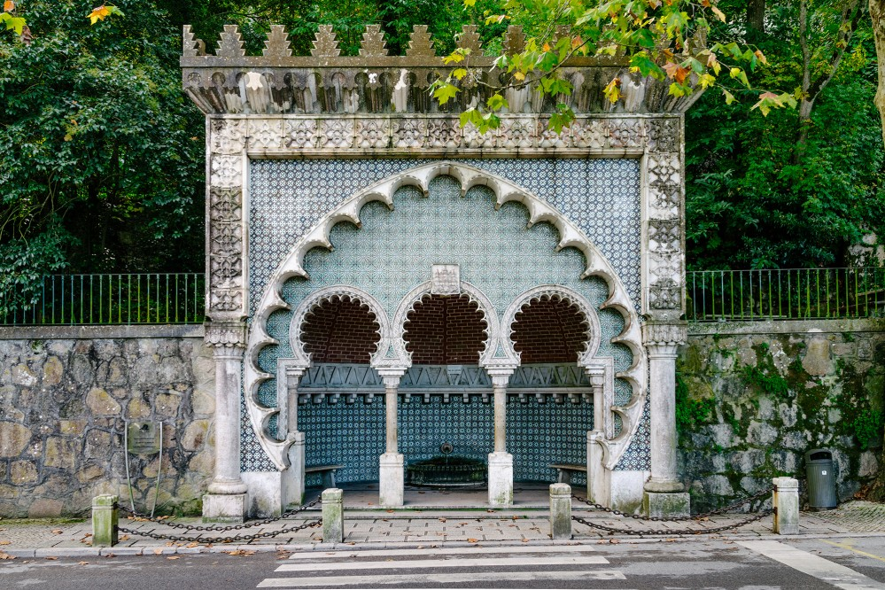 The Moorish Fountain, or Fonte Mourisca, pays tribute to the many styles and architecture that have passed through the region. – © cordwainer / Shutterstock