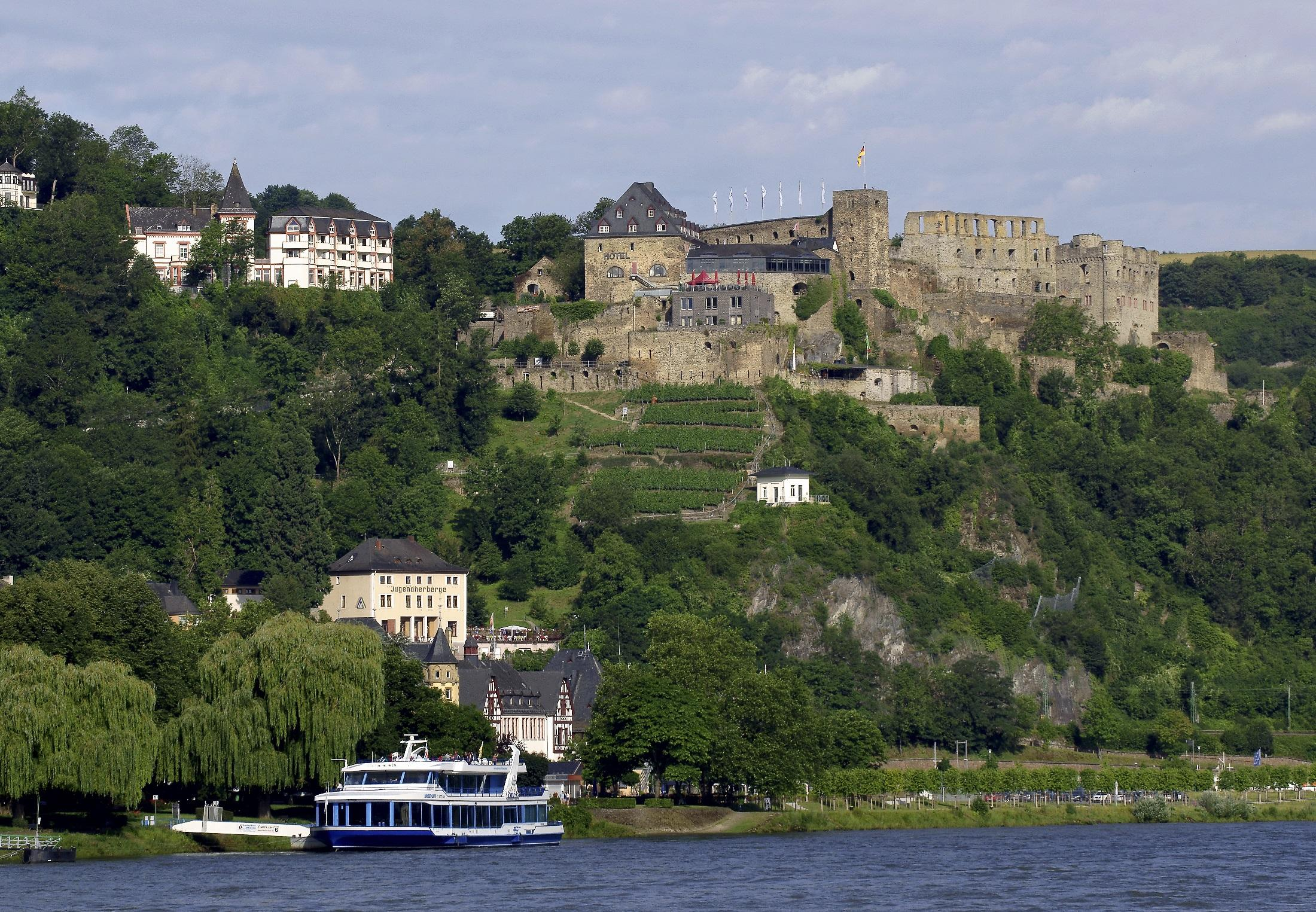 The ruins of the medieval Rheinfels Castle, built in 1245, and the underground passageways of the fortress are very impressive. – Photograf by Friedrich Gier, Romantischer Rhein Tourismus GmbH
