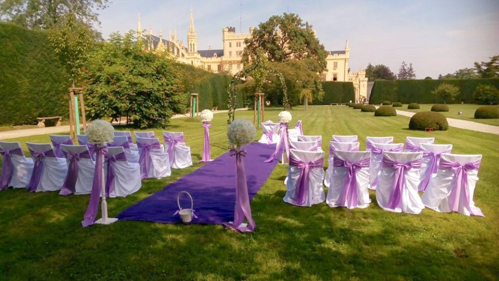 Lednice Castle Park offers a fabulous setting for an open-air wedding ceremony. – © Archive of Lednice Castle