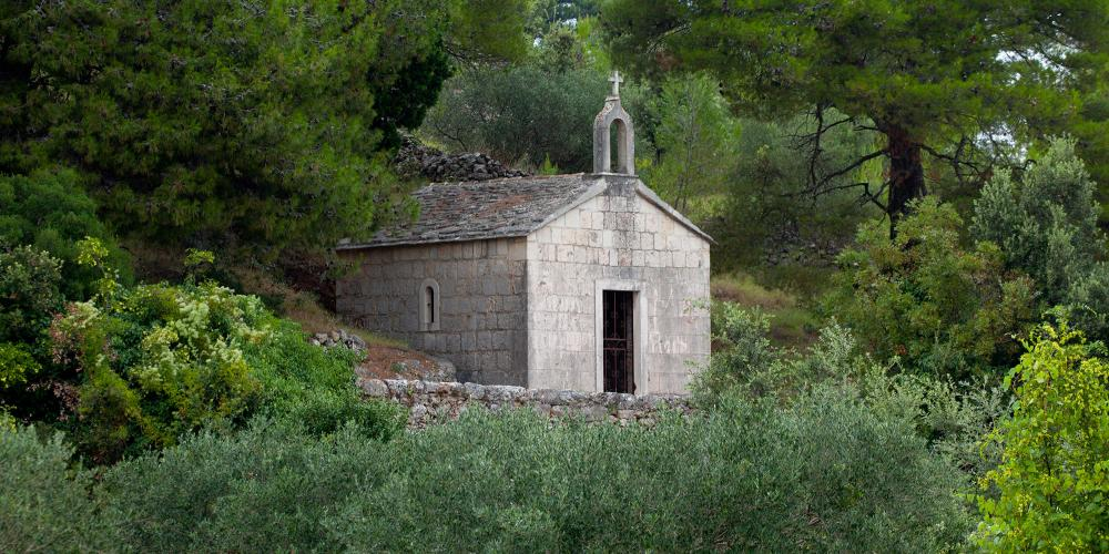 The Stari Grad Plain has numerous small chapels built for farmers. The Chapel of St. Roko was constructed in 1889 in gratitude for surviving a plague. – © Stari Grad Plain