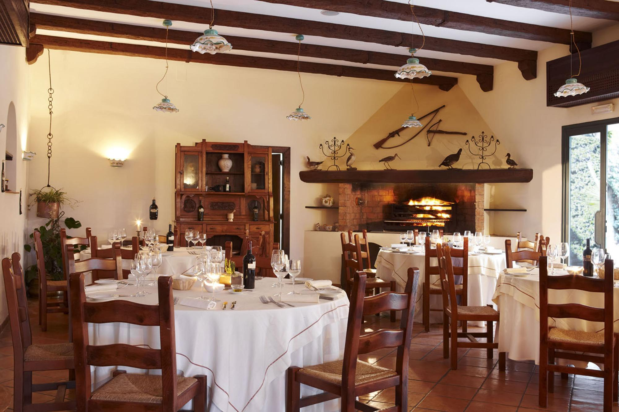 Inside the Villa Matilde Restaurant. – © Anna Ciotola