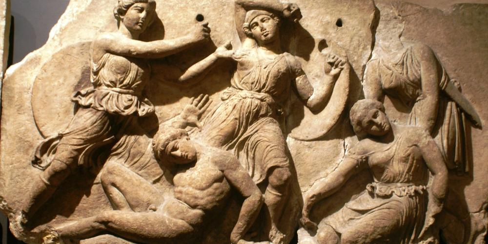 One of the twenty-three marble slabs of the frieze, which depicts the battle between Greeks and Amazons. – © Hellenic Ministry of Culture and Sports / Ephorate of Antiquities of Ilia