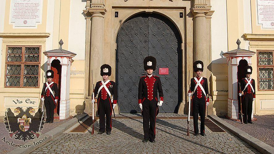 The Bishop's Guards wear the period costumes of the bishop's armed guard. You can see them marching around the palace or in the gardens or take a guided tour with them. – © Archive of The Bishop's Men