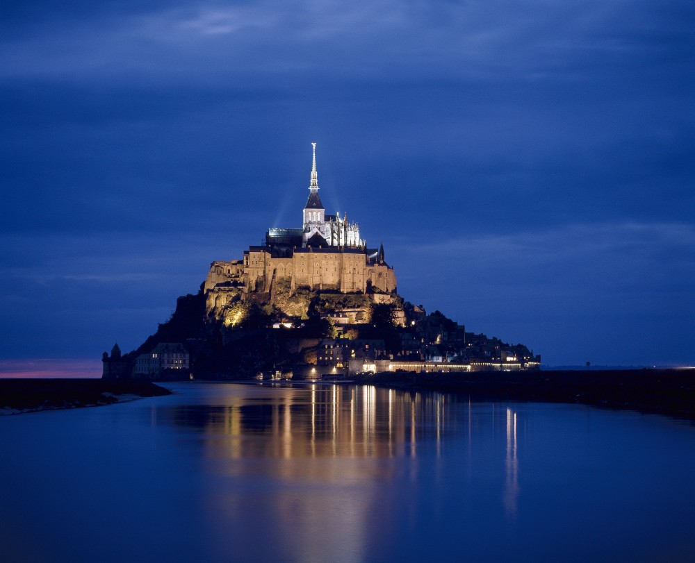 The Mont-Saint-Michel can be discovered by day or by night. – © Philippe Berthé / Centre des monuments nationaux