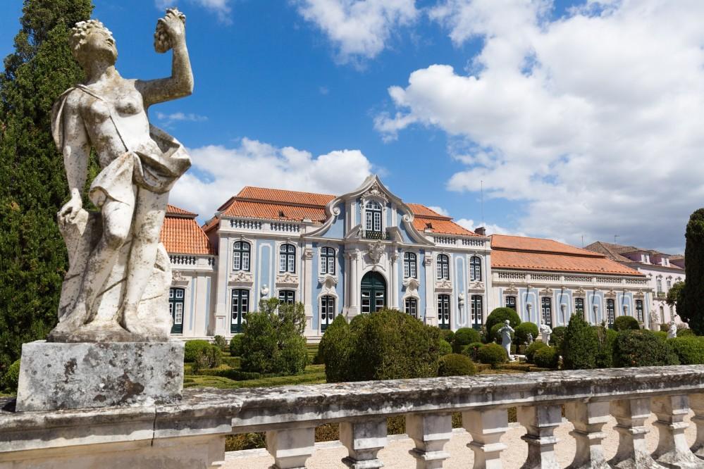 A fanciful interior facade and garden of the National Palace of Queluz. – © PSML / Wilson Pereira