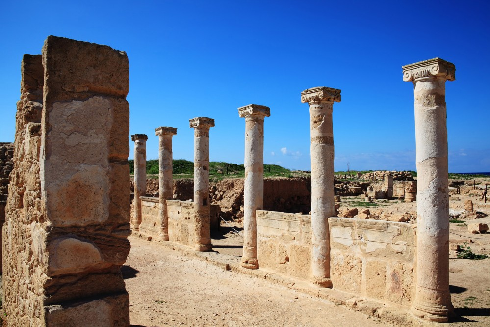 Ancient columns in the Kato Pafos Archaeological Site. The city of Pafos was moved from Palaipafos to Nea Pafos in the 4th century BC because it offered a better harbour for trade. – © Tony Baggett / Shutterstock