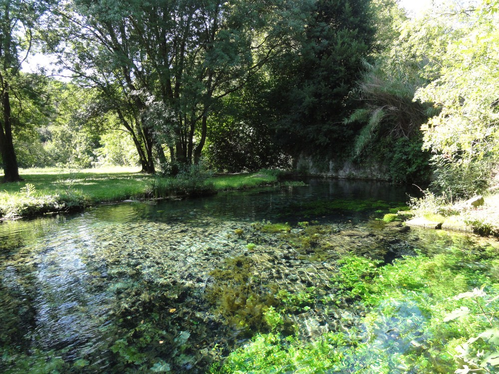 The Fontaine d'Eure springs in the Eure Valley, the green lungs of Uzès. – © M.Olmiere