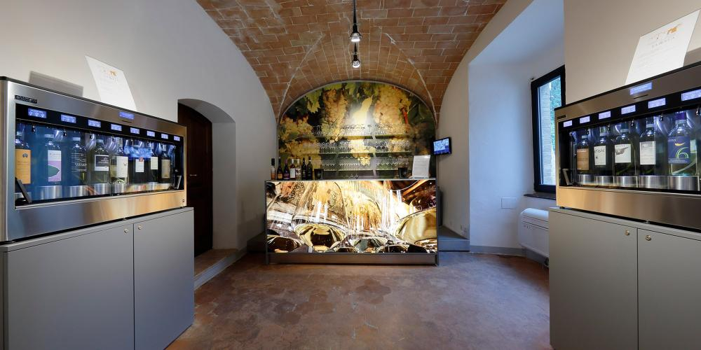 A view of the ground floor inside the La Rocca Wine Experience, where you can taste all the wines from San Gimignano. – © Consorzio della Denominazione San Gimignano