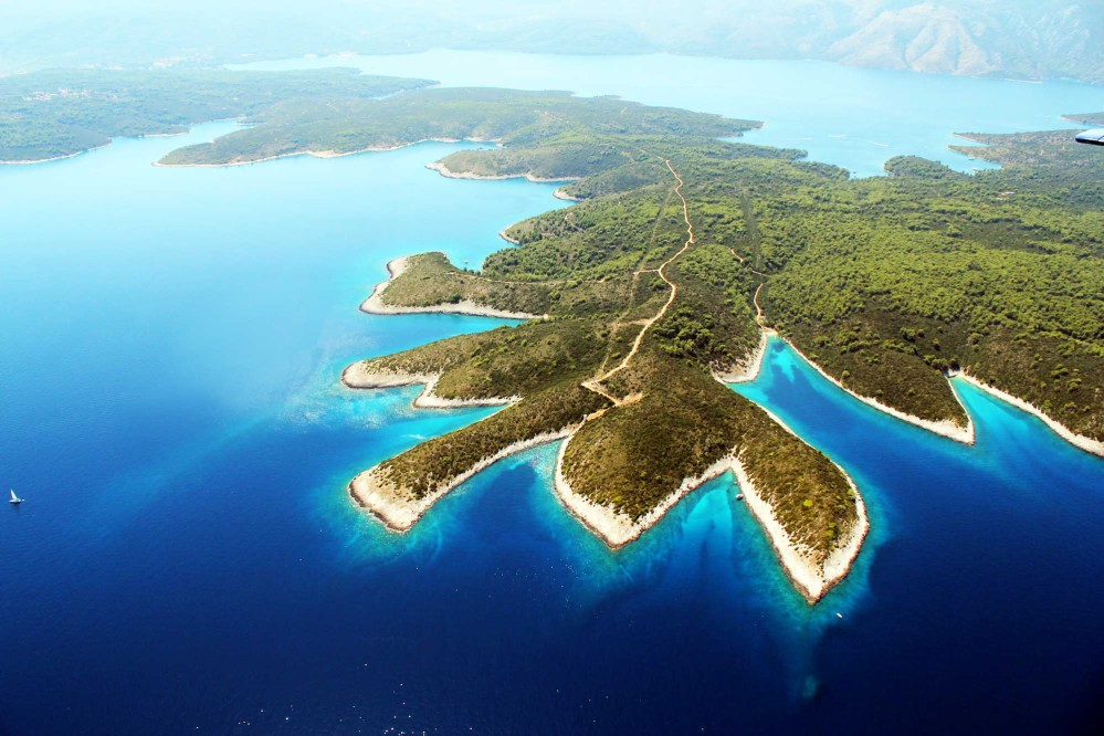 North-west end of Hvar Island in the Adriatic Sea. – © Shufu Photoexperience / Shutterstock