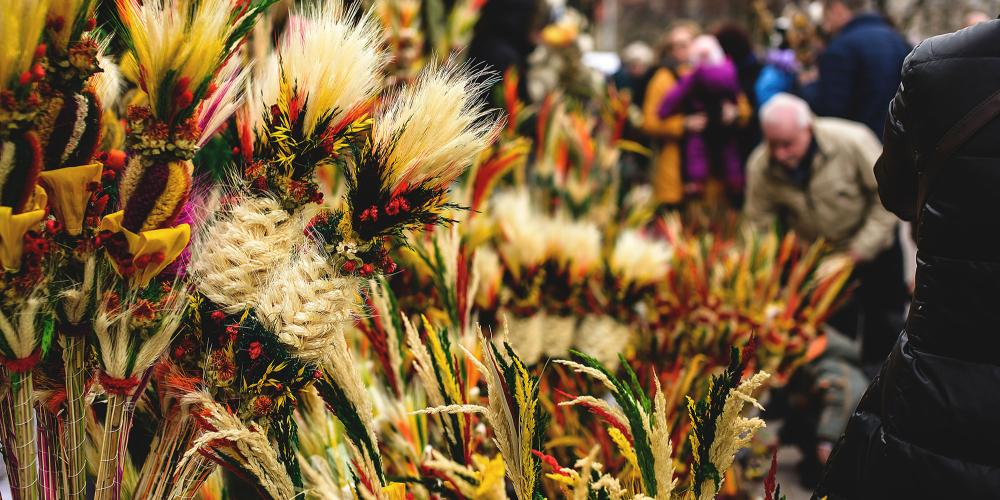 An Easter palm is a traditional  Lithuanian symbolic decoration associated with Palm Sunday. – © www.vilnius-tourism.lt