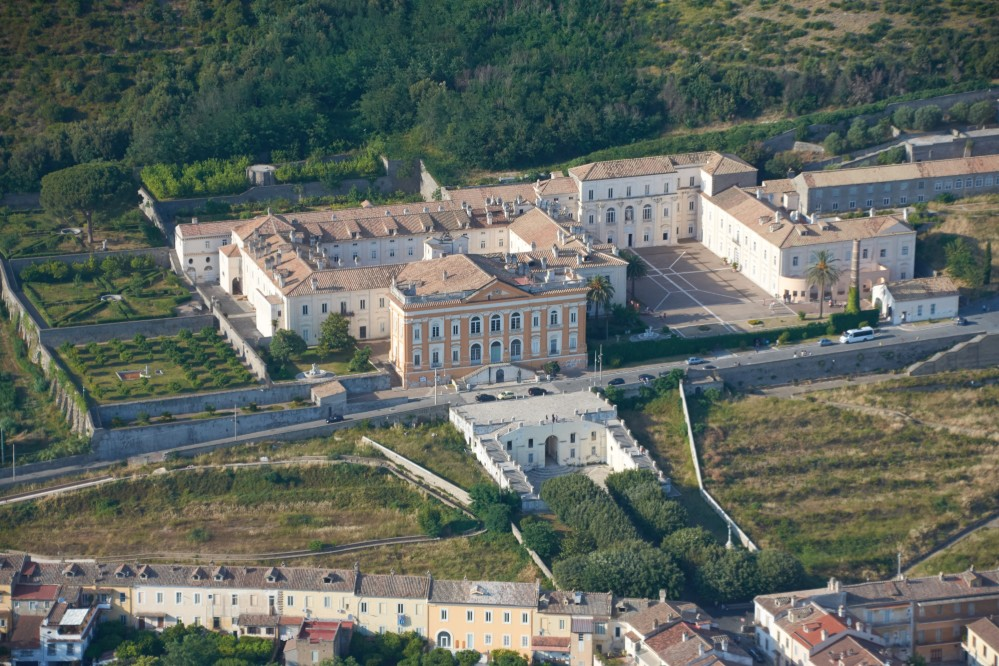 Aerial view of the complex with the royal mansion and silk factory, and workers homes in the foreground. – © Emma Taricco
