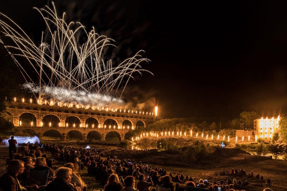 Les Fééries du Pont sont un incroyable spectacle de sons et lumières qui a lieu en juin - et l'un parmi de nombreux événements du site du patrimoine mondial Pont du Gard. – © Nicolas Chavance / Groupe F