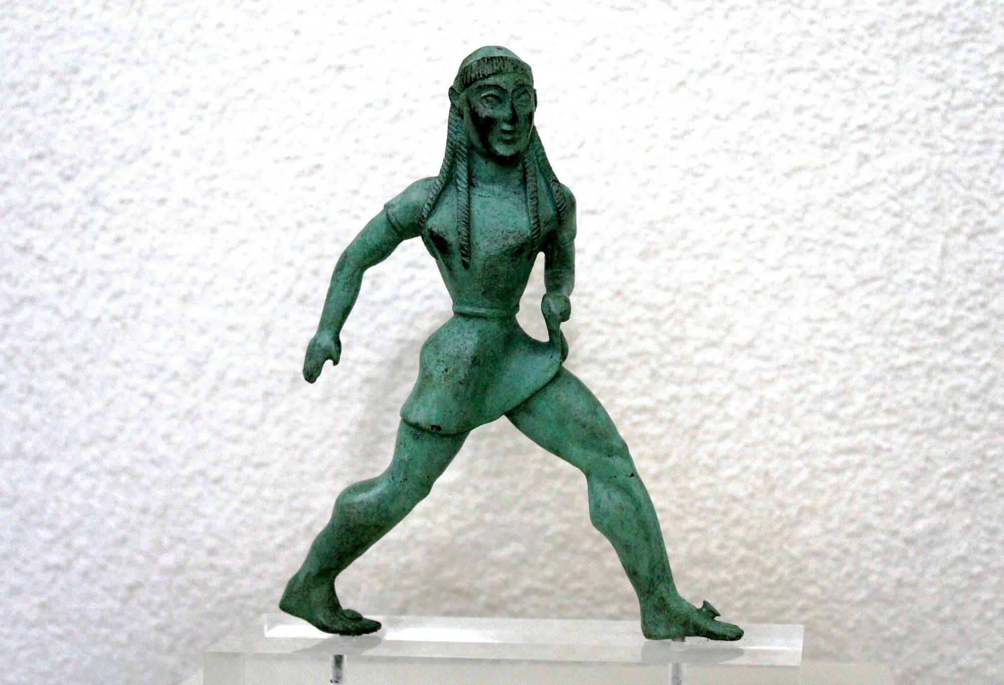Βronze statuette of a girl competing in a foot race (Museum of the History of the Olympic Games). – © Hellenic Ministry of Culture and Sports / Ephorate of Antiquities of Ilia