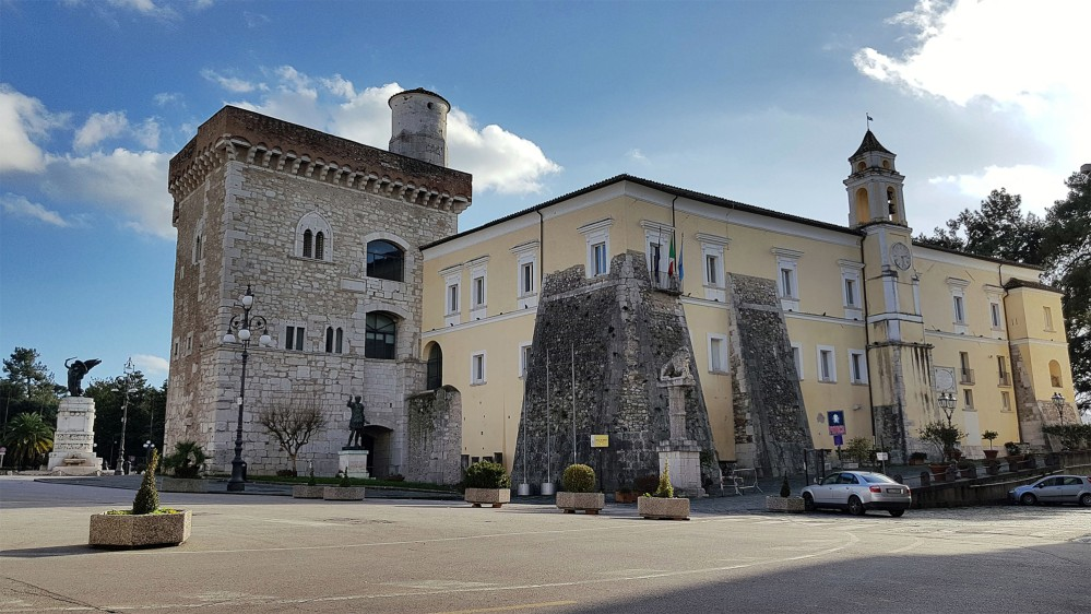 The Castle of Benevento or Rocca dei Rettori (Fortress of the Rectors) rises at the highest point of the historical centre. The building consists of two separate bodies: the angular Torrione, built by the Longobards, renovated in successive periods, and The Palatium, on three floors, where ancient details like barbicans are flanked with neoclassical elements. – © Comune di Benevento