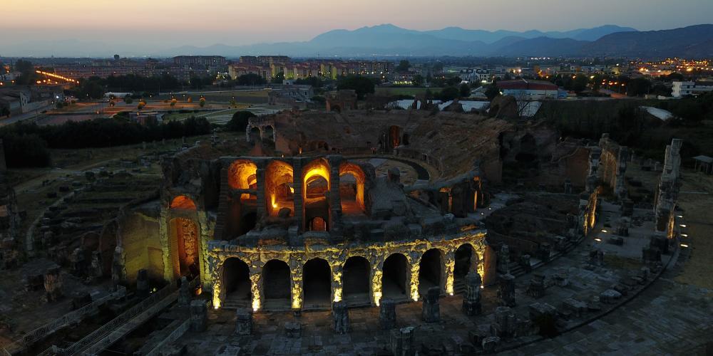 Amphitheater dawn view. – © Ortensio Fabozzi