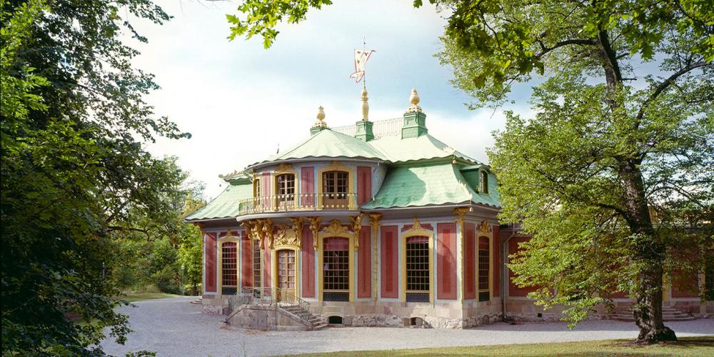 This small red gem lies in the middle of the green Swedish landscape. The Chinese Pavilion took its inspiration from another continent and was filled with exotic features. It was given to Queen Lovisa Ulrika for her birthday on 24 July 1753 by her husband, King Adolf Fredrik. – © Alexis Daflos