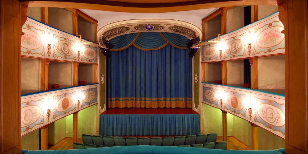 Inside the Teatro dei Leggieri, ready for the next opera! – © Comune di San Gimignano