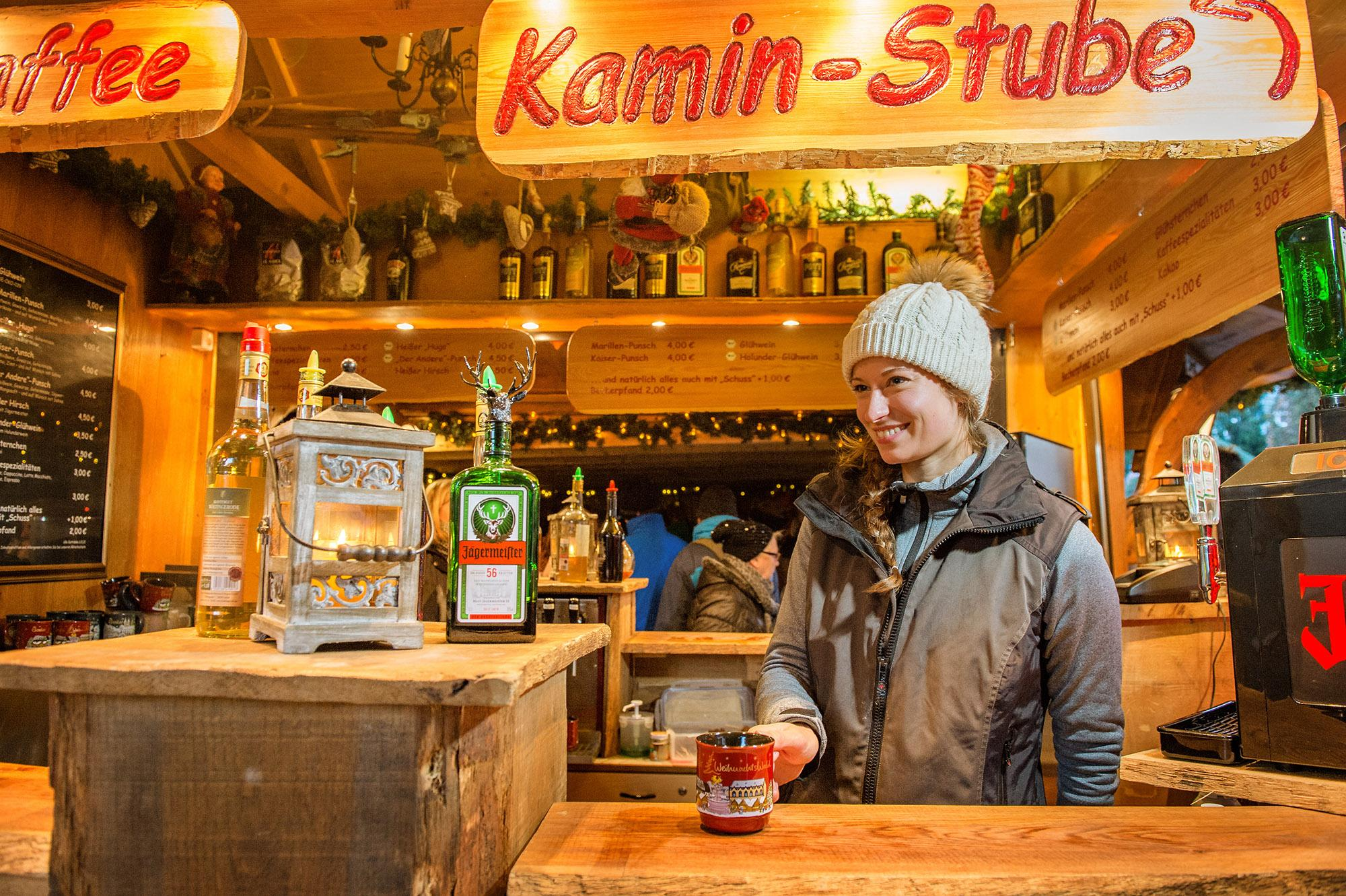 Enjoy your Christmas Market visit in one of the lovely decorated cabins. – © Stefan Schiefer / GOSLAR marketing gmbh