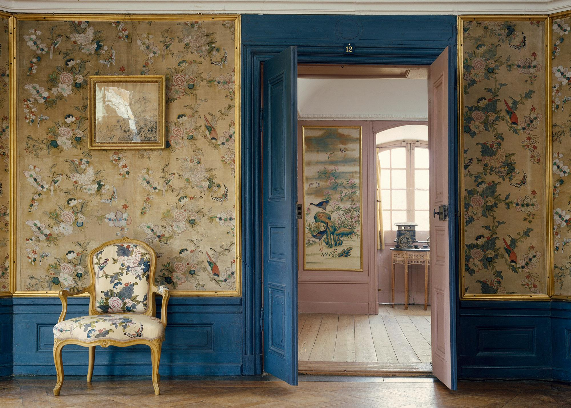 On the second floor, you will find the Library and beautiful wall-hangings painted by hand in China – © The Royal Court