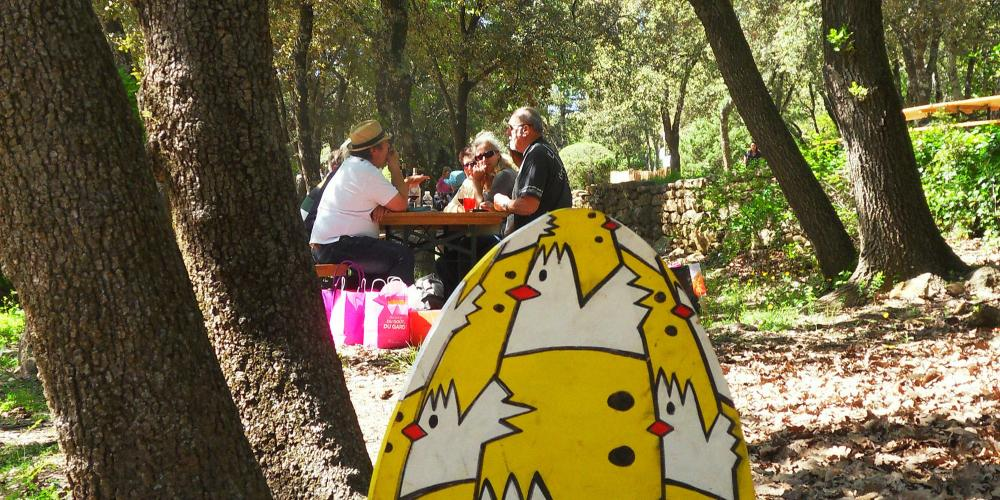 "Every year during the Easter week-end, let's meet in the open-air area ""Mémoires de Garrigue"" for a spring festival. – © EPCC Pont du Gard"