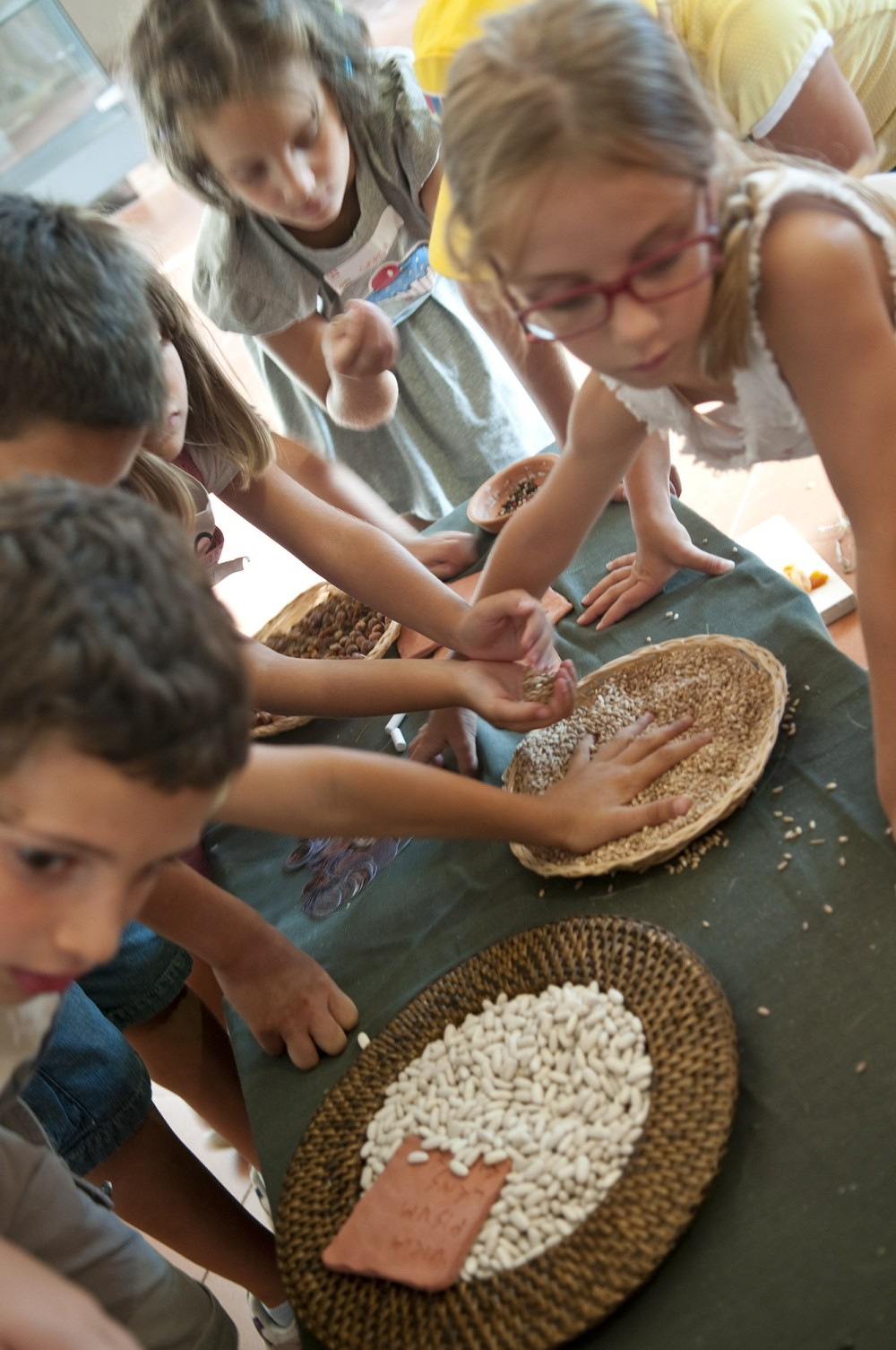 At Aquileia Lab, you can cook a meal with cereals with thousands-year-old techniques. – © Gianluca Baronchelli