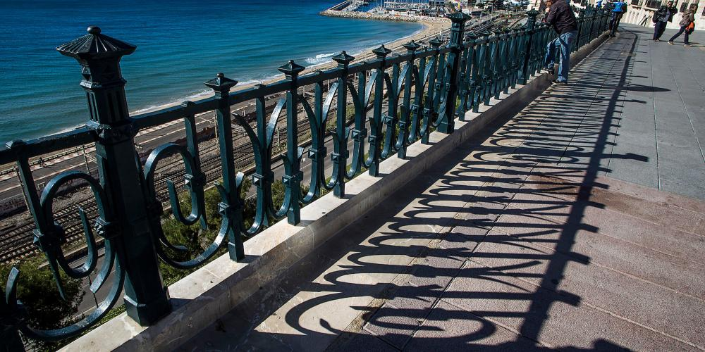 "Located at the top of Rambla Nova, this airy ""balcony"" offers a splendid view of the Mediterranean, the Tarragona port, Platja del Miracle beach, and the ancient Roman Amphitheatre. – © Manel Antoli RV Edipress / Tarragona Tourist Board"