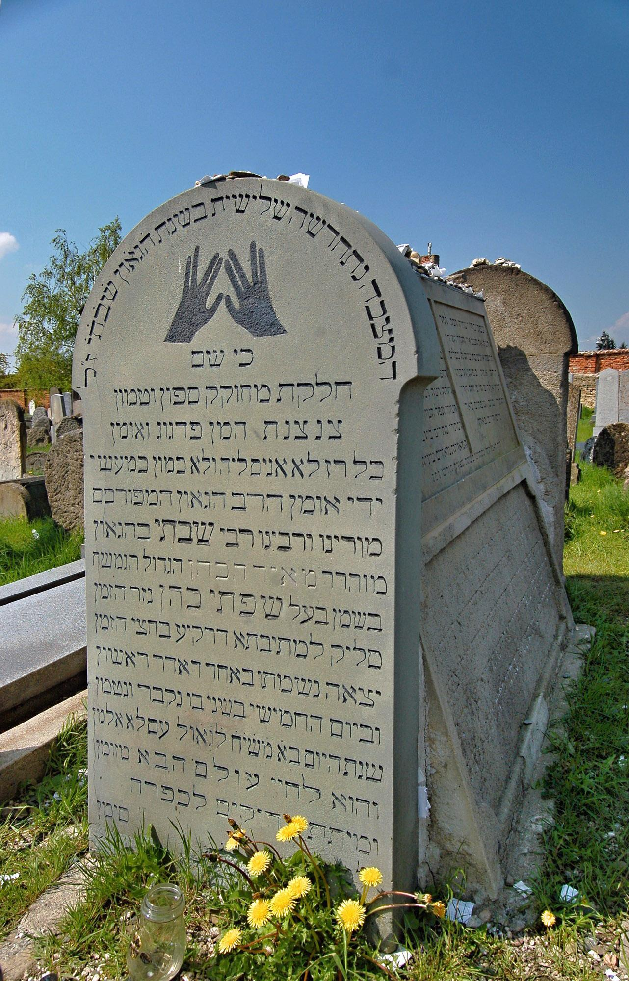 The grave of Rabbi Shakh at the Jewish cemetery and the synagogue in Holešov attract many visitors from all over the world. – © Vratislav Brázdil