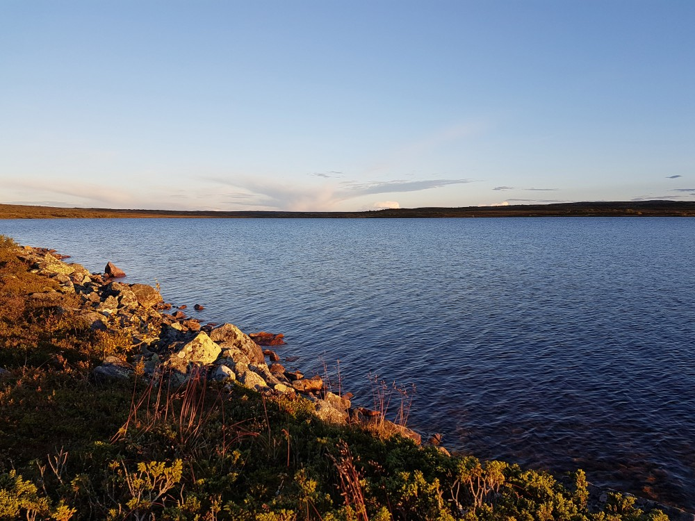 Activities abound: enjoy a sauna and, a dip in the cold mountain lake, or try fishing for Arctic Char. – © Sofia Tiger