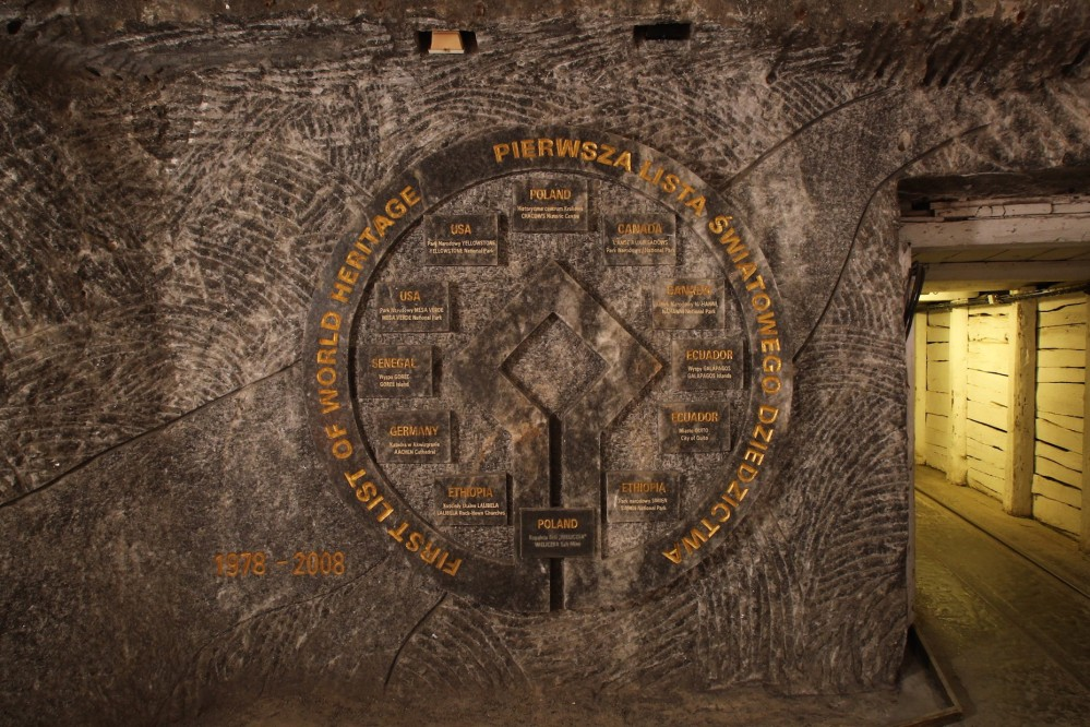Bas-relief made of salt in the Staszic Chamber commemorates the entry of the Wieliczka Salt Mine in the first UNESCO World Heritage List in 1978. – © Rafał Stachurski