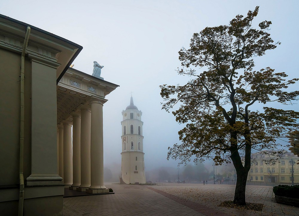 Romance is in full bloom during a walk in Vilnius in early autumn. – © Laimonas Ciūnys / State Department of Tourism