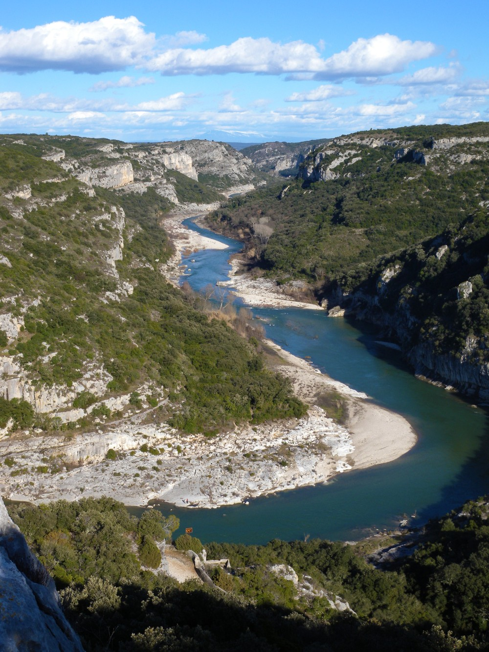 Dive into nature and enjoy the gorges du Gardon. – © SMGG