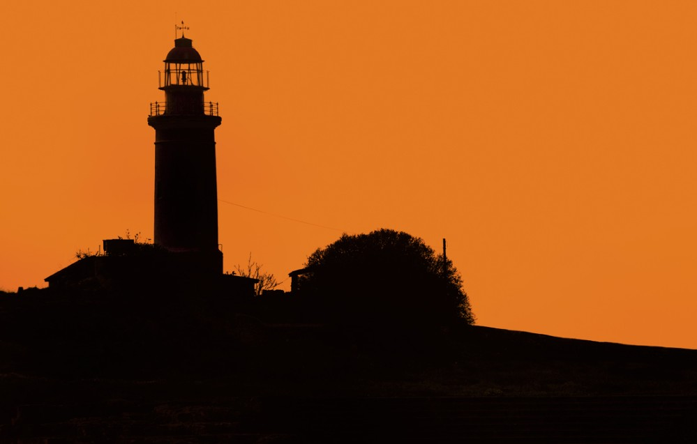 Pafos Lighthouse, one of the oldest lighthouses on the island, during sunset. – © Franco Cappellari