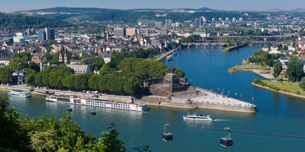 """Deutsches Eck"" (German Corner) is Germany's best-known river confluence. This is where ""Old Father Rhine"" meets ""Mother Moselle."" It's also the starting point for the cable car to the Ehrenbreitstein Fortress. – © Herbert Piel / Piel Media, Rheintouristik Tal der Loreley"