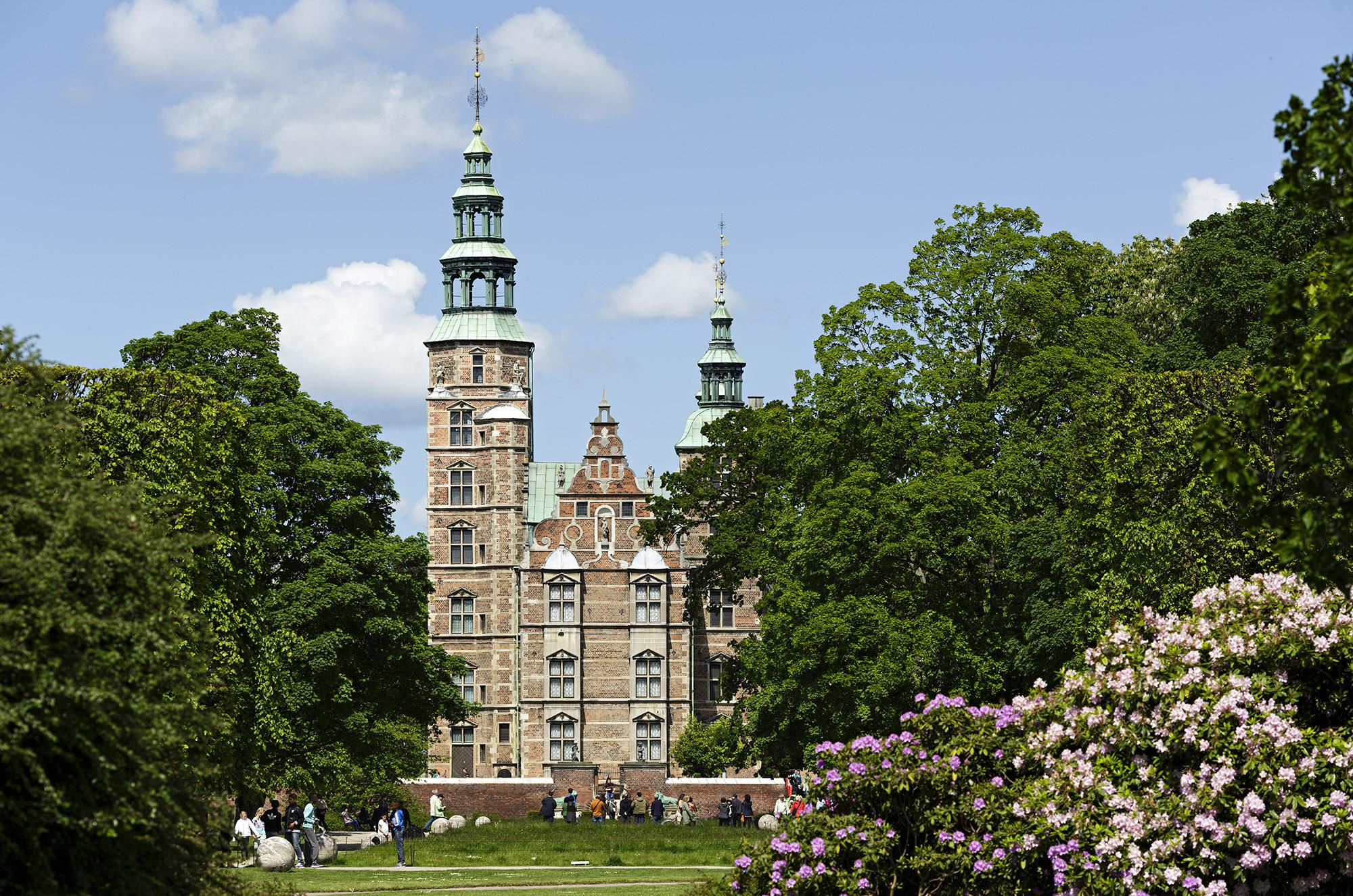 Rosenborg Castle is located in the King's Garden, which gives the site the most beautiful surroundings. – © Peter Nørby