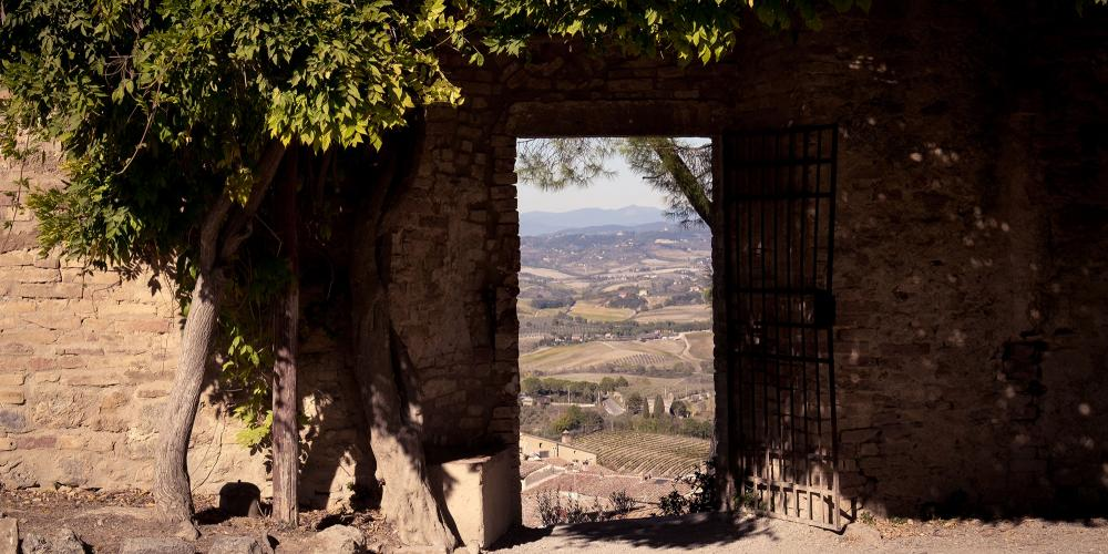 Rocca of Montestaffoli offers breathtaking views of the historical centre with its unique towers and surrounding countryside. – © Andrea Miserocchi / Italian Stories